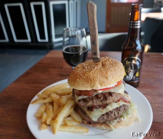 Epic Burger Overkill : bien plus gros que la photo ne laisse penser