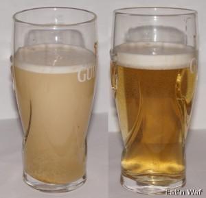 A gauche, la poudre se dissout, à droite résultat final