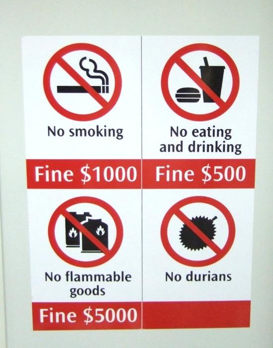 Panneau d'interdiction du durian dans le métro de Singapour (1)