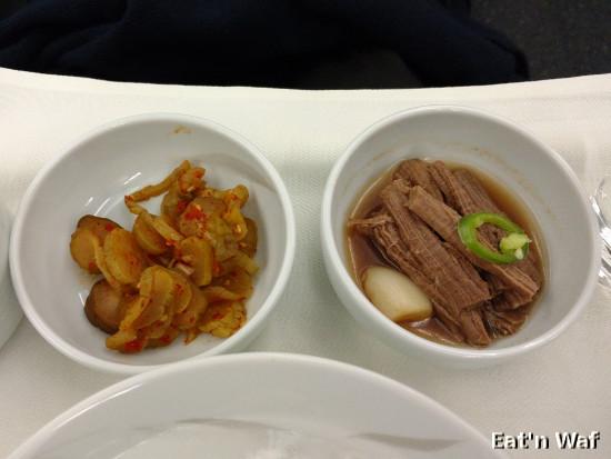 Cornichons et viande froide marinée